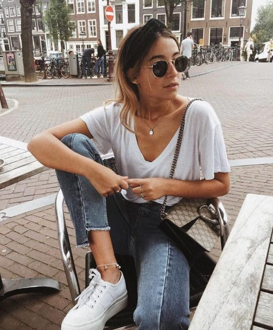 a white t-shirt, blue jeans, white platform sneakers and a printed bag for a casual everyday look