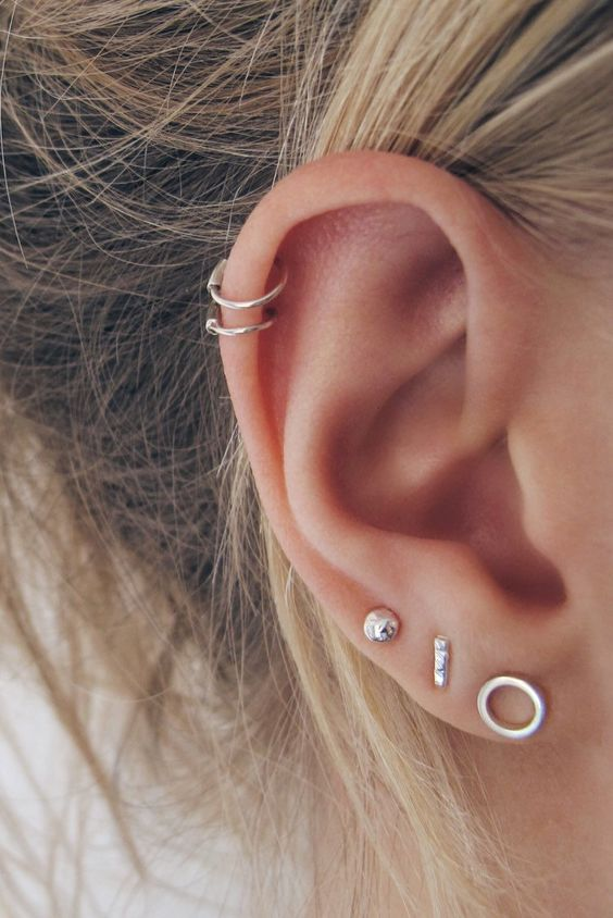 small hoop earrings looks quite minimalist and stylish