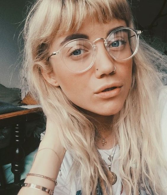 clear round glasses show off two trends in one and look cool and very stylish