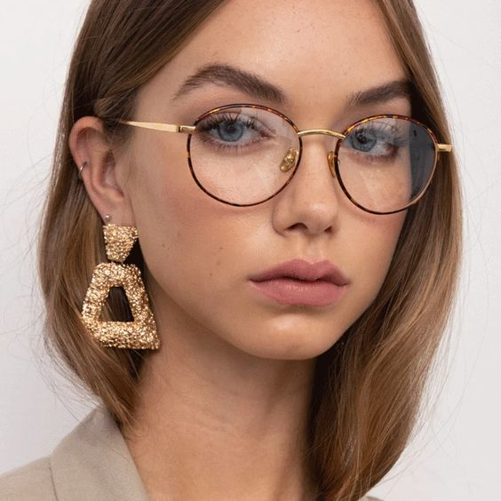 07 very chic dark turtoise shell glasses will give you a very chic and refined look