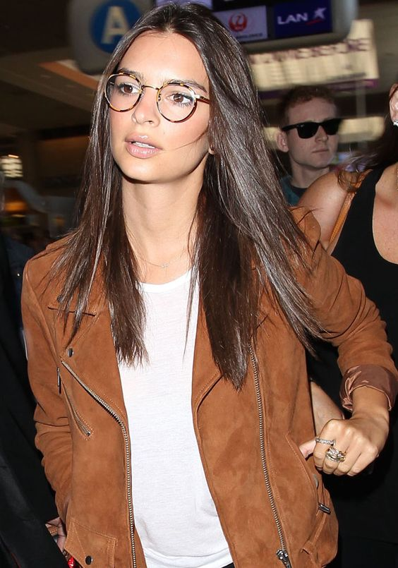 Emily Ratajkowski wearing round turtoise shell glasses looks nerdy and sexy