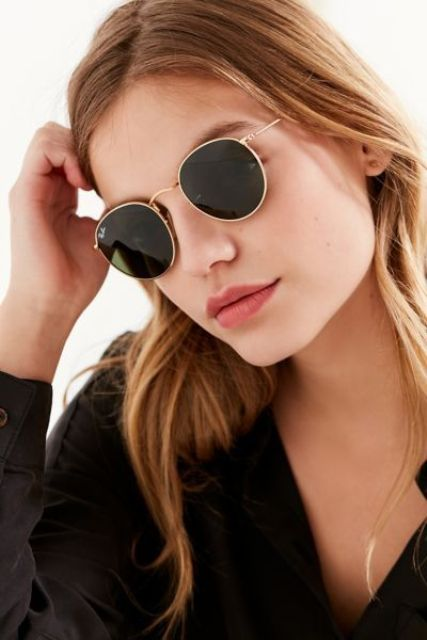 12 absolutely classic round sunglasses with a gilded frame look rather delicate and elegant and fit any look