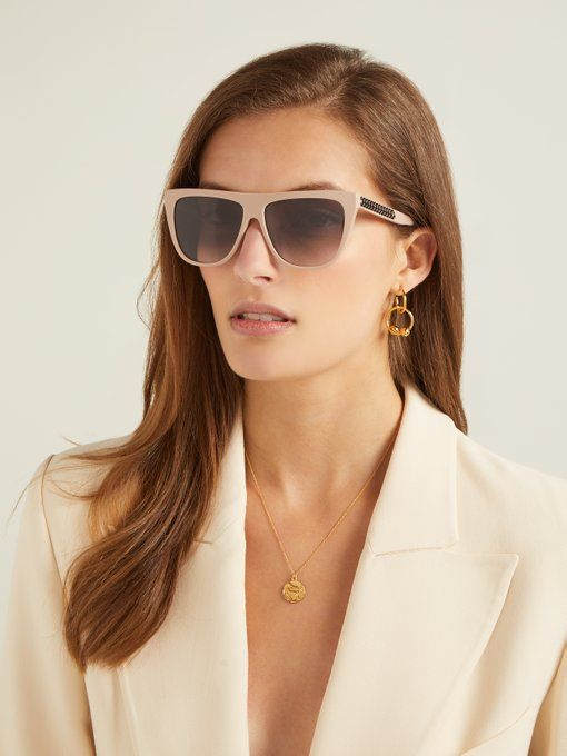 neutral D-frame sunglasses with a tan frame and lavender glasses is a stylish and trendy idea