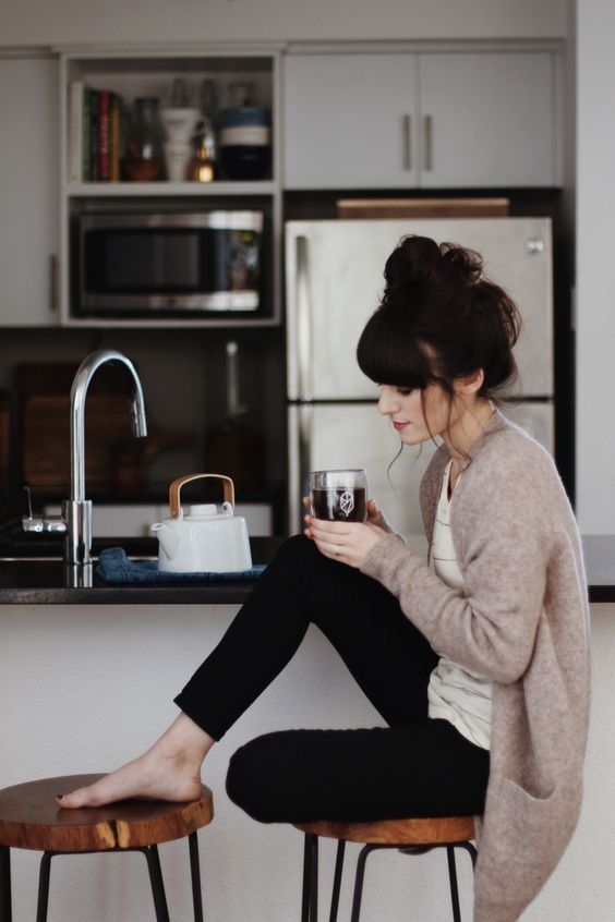 black pants, a striped t-shirt and a neutral knit cardigan will be great for both working and calling