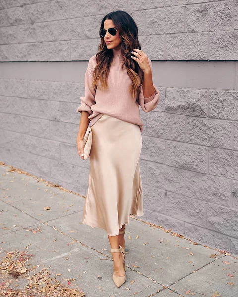 With pale pink loose sweater, beige clutch and beige ankle strap shoes