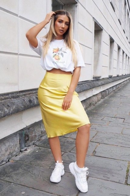 With printed t shirt and white sneakers