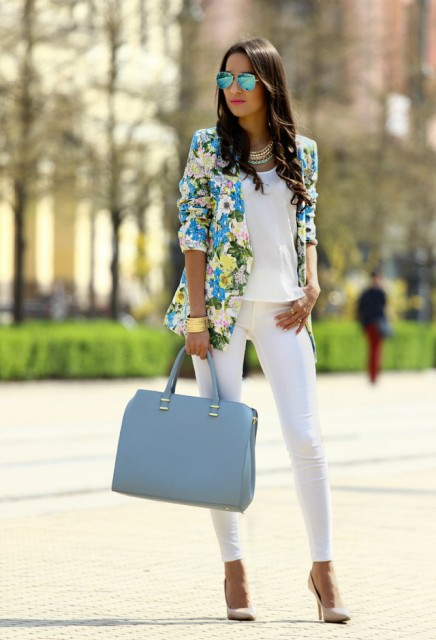 With white top, floral blazer, white skinny pants and beige pumps