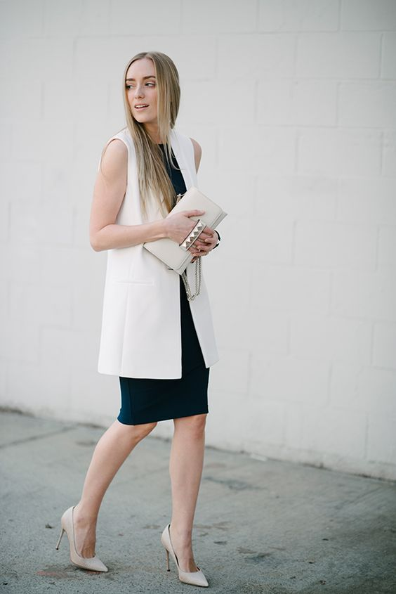 a navy bodycon knee dress, a white long vest, white shoes and a creamy bag for a chic work look