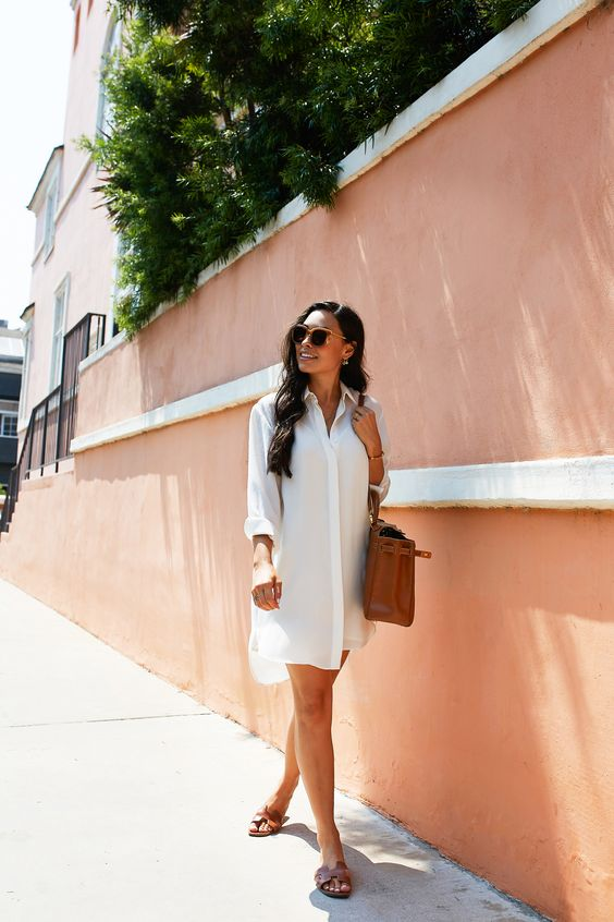a simple holiday look with a white shirtdress, brown slippers and a brown bag plus sunglasses is easy and cool