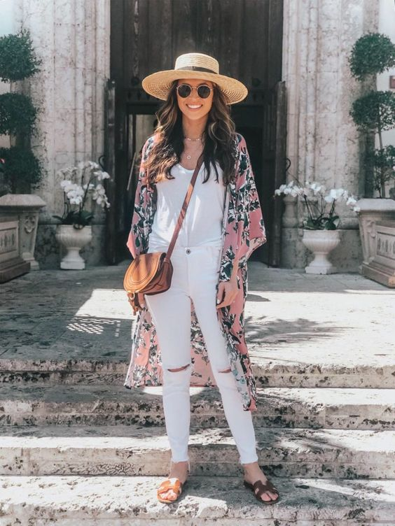 a white top, white skinnies, brown slippers, a pink floral print kimono, a brown bag and a hat