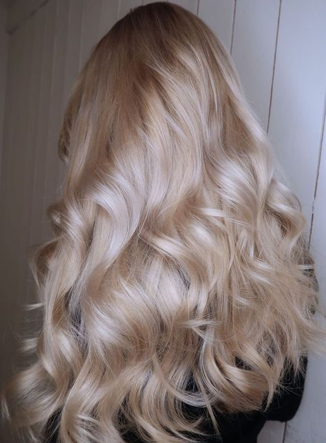 gorgeous long wavy hair of silver champagne color is a fantastic idea with a wow effect