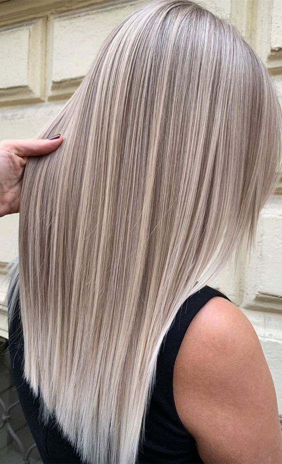 long blonde hair with silver champagne highlights is a beautiful and modern solution for those who want cold blonde tones