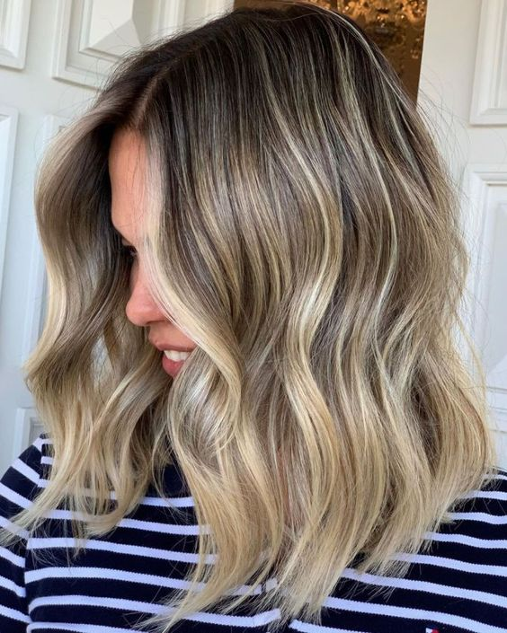 rooty blonde waves with a light and warm shade of blonde is a lovely and all-natural idea