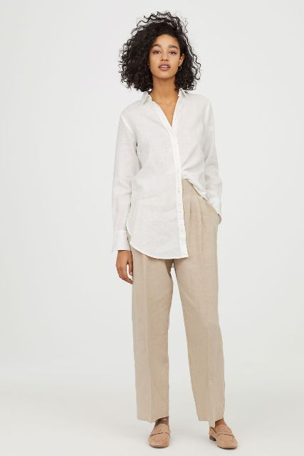 With beige high-waisted trousers and beige flat shoes