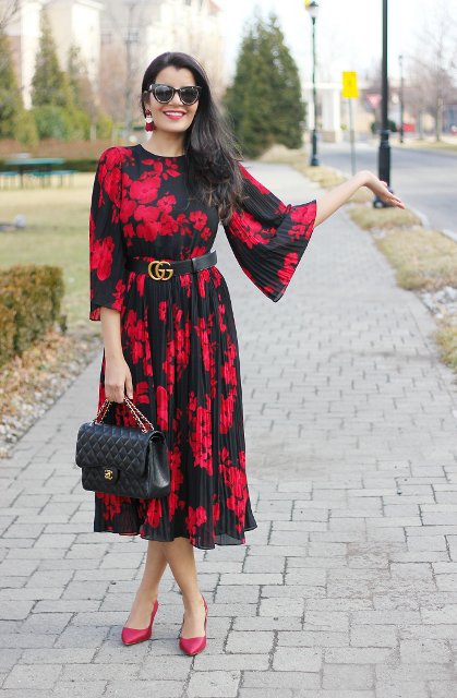 With black chain strap bag and red pumps