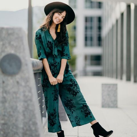 With black wide brim hat and black ankle boots
