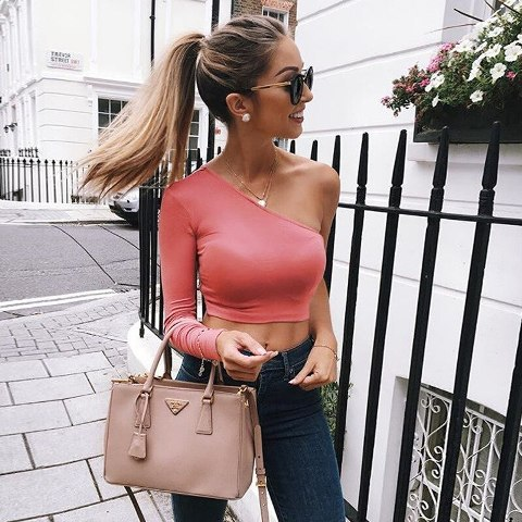 With pale pink leather bag and navy blue skinny jeans