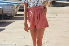 With printed t-shirt, hat and white sandals