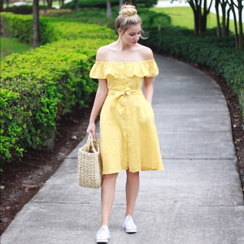 a relaxed look with a tote bag