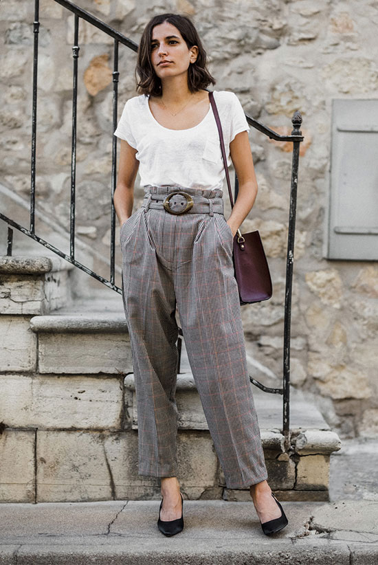 a white tee, printed paperbag waist trousers, a plum-colored bag and black shoes