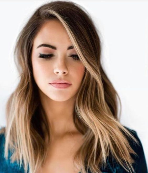 brunette hair with face framing sunkissed highlights and messy waves is a fabulous idea for the summer