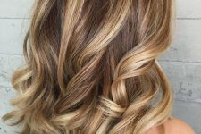 03 brunette hair with blended blonde highlights and waves is a chic and lovely idea for the summer