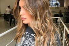 04 brown hair with a pop of honey blonde placed to frame the face and with an angled scheme looks very sunkissed