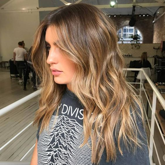 brown hair with a pop of honey blonde placed to frame the face and with an angled scheme looks very sunkissed