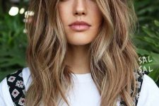 09 dark brunette hair with beautiful and messy waves and sunkissed balayage is a chic and pretty idea that looks rather natural