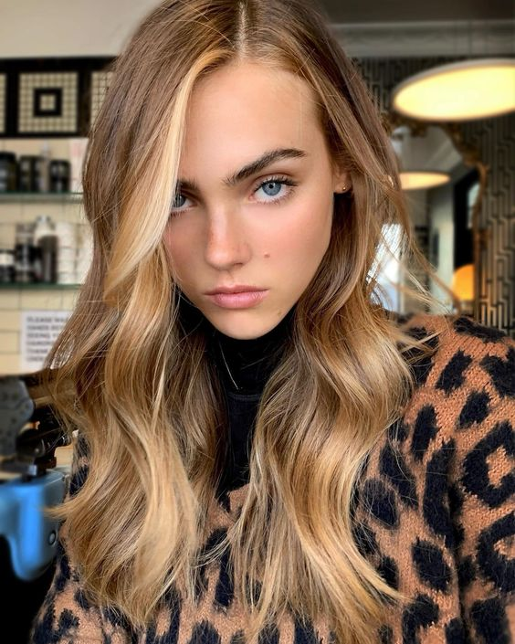 light brunette hair with sunkissed locks framing the face is a gorgeous idea to rock in summer