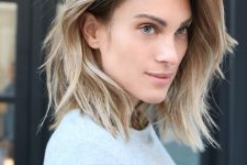 29 sunkissed blonde hair with a darker root and a raw hem is a pretty and fresh idea to try in summer