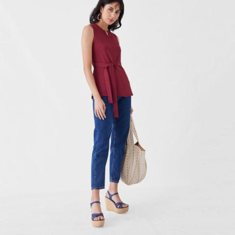 With cropped jeans, tote bag and platform sandals
