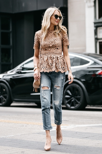 With distressed cropped jeans, beige bag and beige pumps