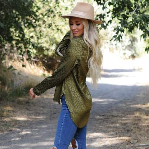 With distressed skinny jeans and beige wide brim hat