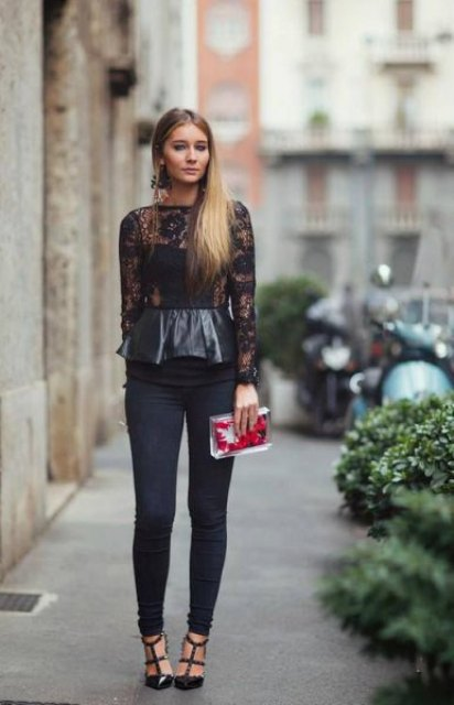 With navy blue skinny jeans, transparent clutch and black embellished shoes
