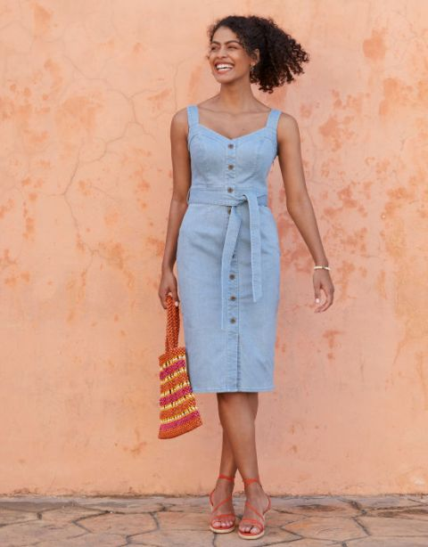 With striped tote bag and red lace up shoes