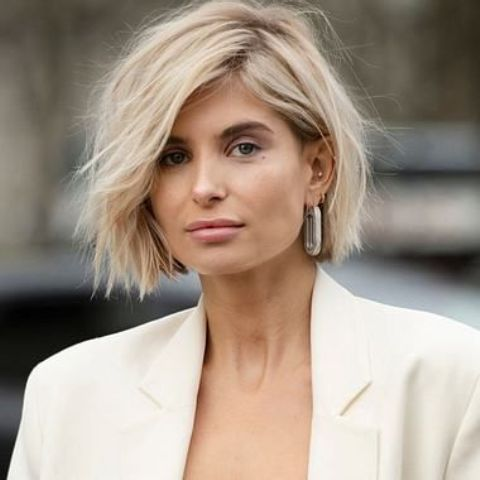 a beautiful and sunny short bob with messy beachy waves is one of the most up-to-date ideas for bow