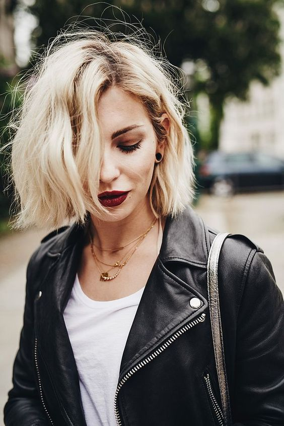 a beautiful short blonde bob with messy waves is a stylish idea to try anytime