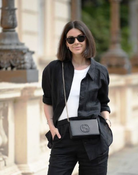 a black linen suit with a white t-shirt and a black bag is ideal for a relaxed yet very professional look