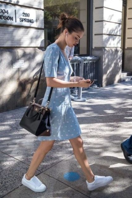 a blue printed over the knee dress with short sleeves, white sneakers and a black bag for summer