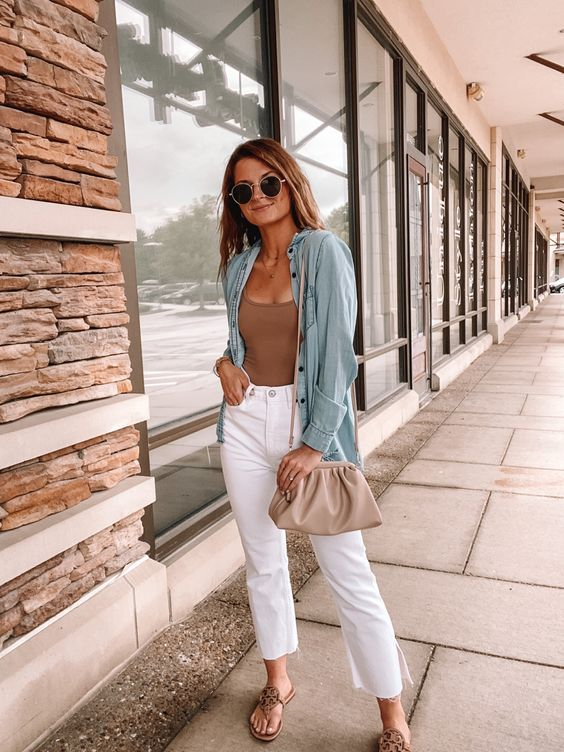 a comfy summer look with a nude top, a blue chambray shirt, white jeans with slits, slippers and a nude bag