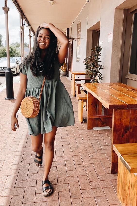 a cozy summer look in a linen dress