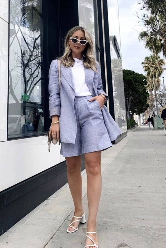 a perfect summer wokr look with a white tee, a lilac linen short suit with Bermudas, white strappy heels and a bag