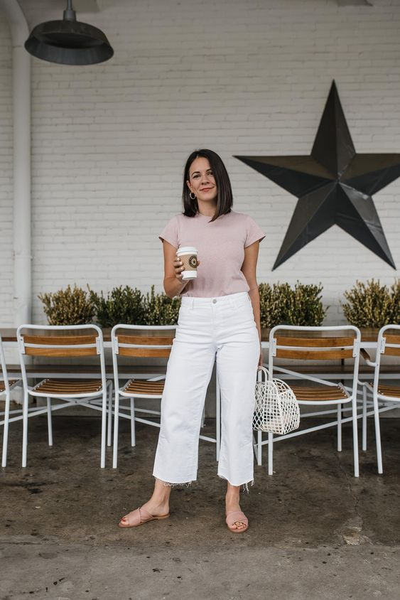 a simple and casual look with white jeans, a dusty pink t shirt, matching slippers and a white bag