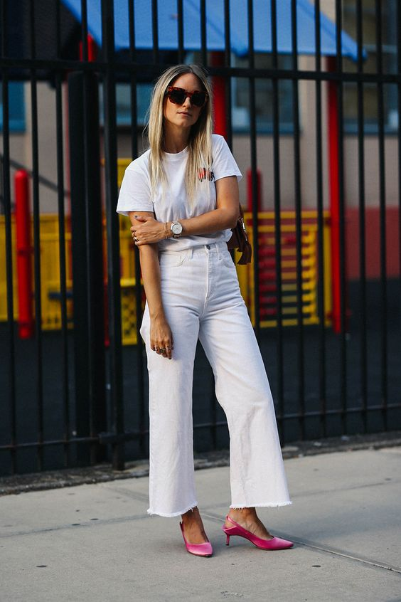 a simple and cool look with a white t shirt, white jeans, a nude bag and pink velvet kitten heels for a touch of color