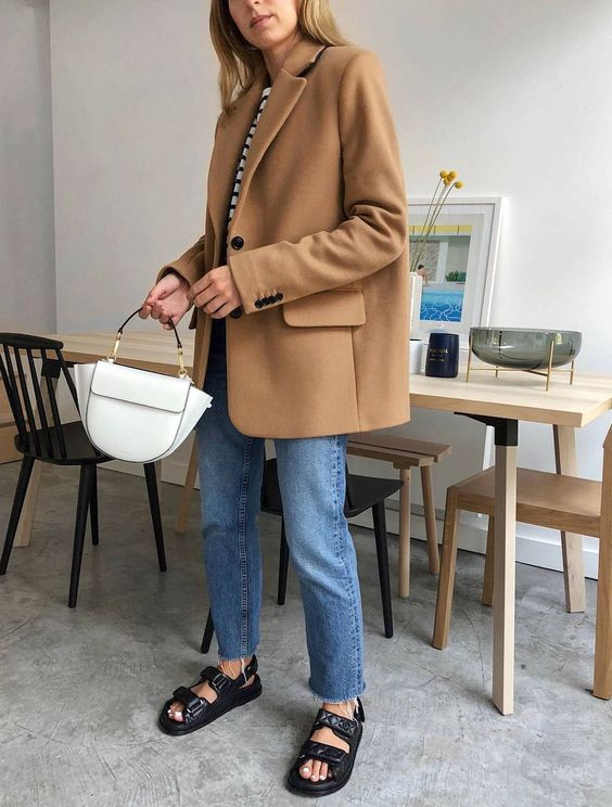 a striped tree, blue jeans, black dad sandals, a white bag and a tan oversized blazer for a chic casual work look