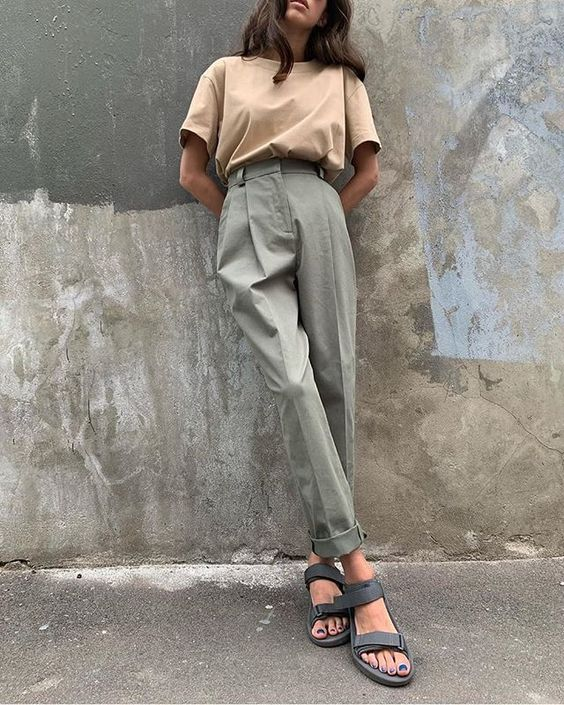 a tan t-shirt, olive green high waisted trousers, grey dad sandals for a casual and simple work outfit this summer
