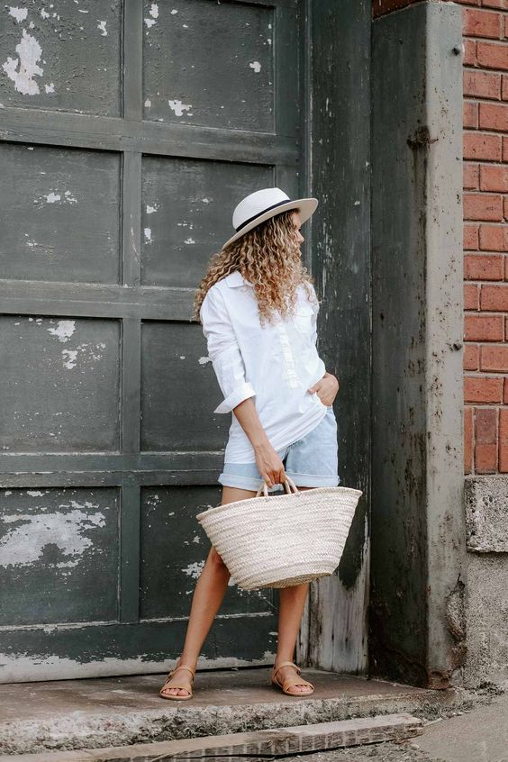 a cool summer look with linen clothes