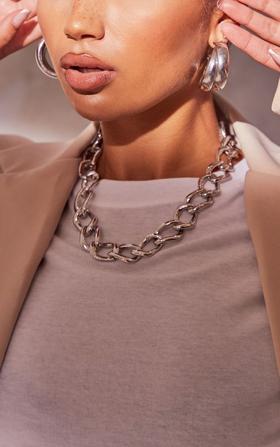 a beautiful chain necklace is a very trendy idea, and statement hoop earrings are a perfect match for this look