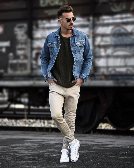 a basic dark green jumper, cremay jeans, a blue denim jacket, white sneakers for a comfy fall look